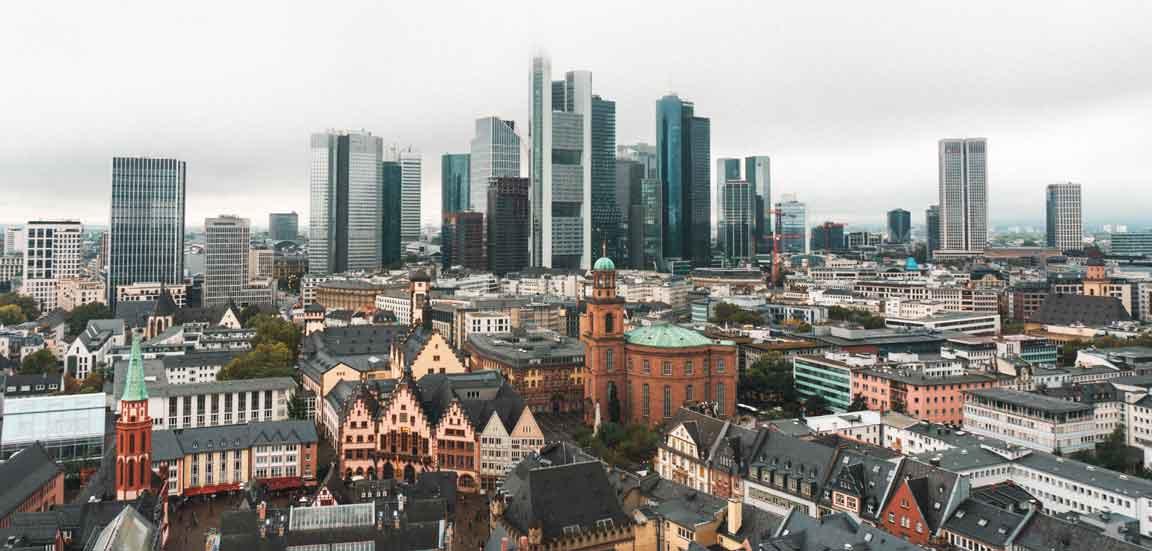 Frankfurt am Main Skyline und Altstadt